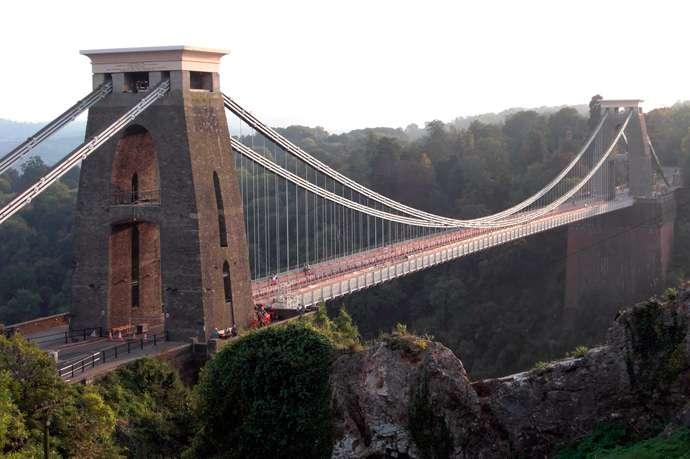 Las Matemáticas de los puentes: la curva catenaria.