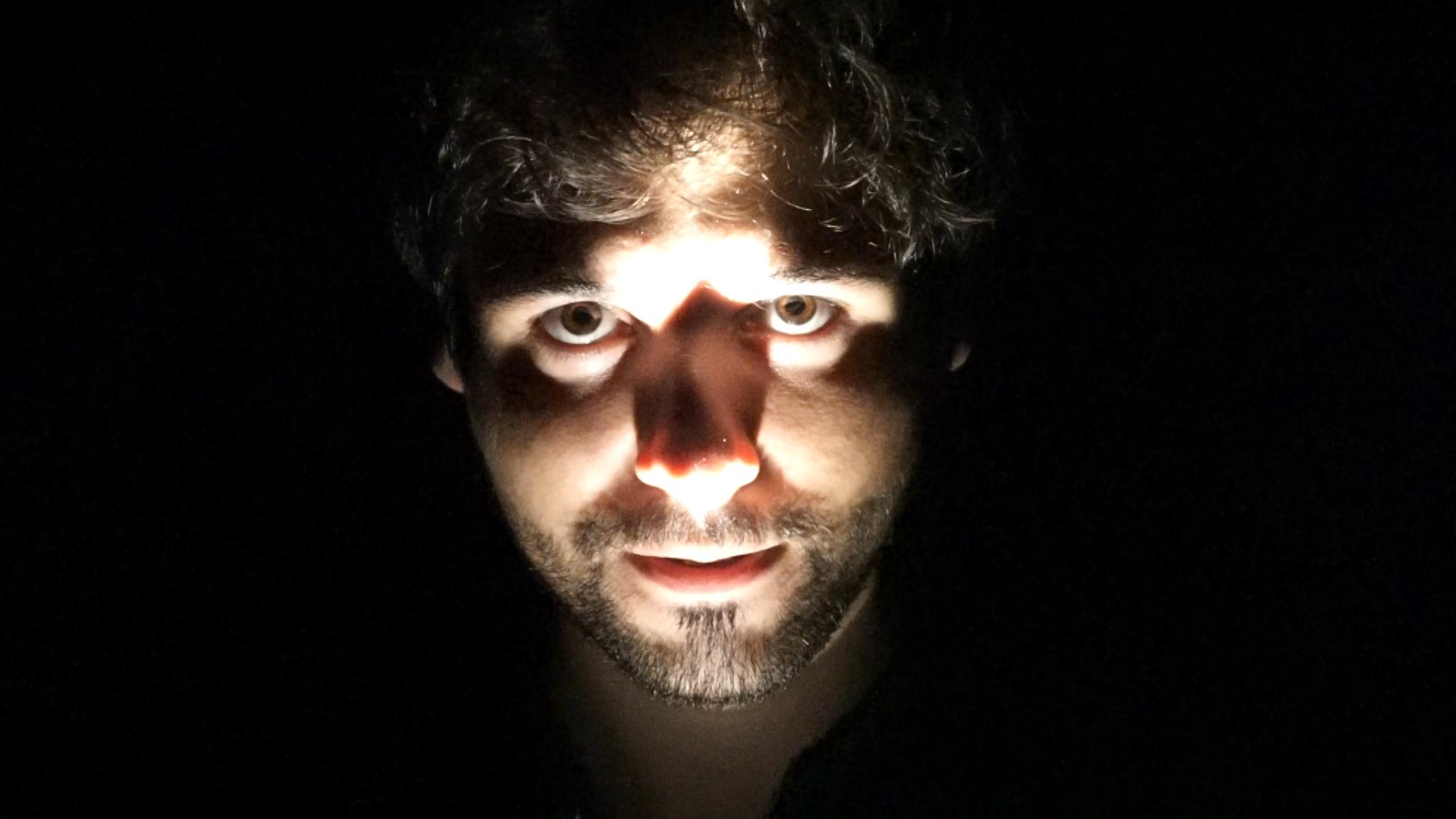 ¿Por qué nos asusta la oscuridad? - S de Stendhal